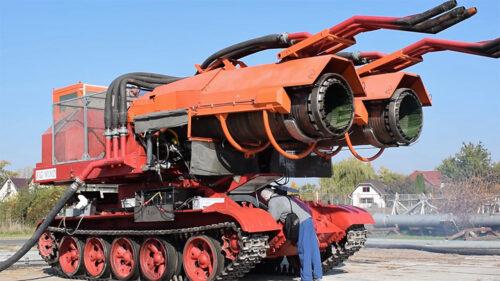 Mlazni motori na šasiji sovjetskog tenka: Upoznajte NAJMOĆNIJE vatrogasno vozilo na svetu (VIDEO)