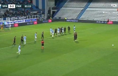 """""""Probušio"""" Bufona sa više od 30 metara: Vremešni golman krivac za ispuštenu pobedu Parme (VIDEO)"""