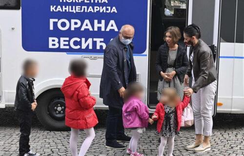 Vesić ISPUNIO obećanje: Obezbedio posao SAMOHRANOJ majci sa petoro dece (FOTO+VIDEO)