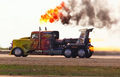 Američka zver u neverovatnoj akciji: MLAZNI kamion dostiže brzinu 600 na sat (VIDEO)