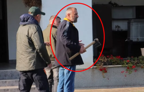 Kosovo da, Violu ne da! Zelenovićev, Ćutin i Dobričin siledžija SEKIROM nasrnuo na građane! (VIDEO)