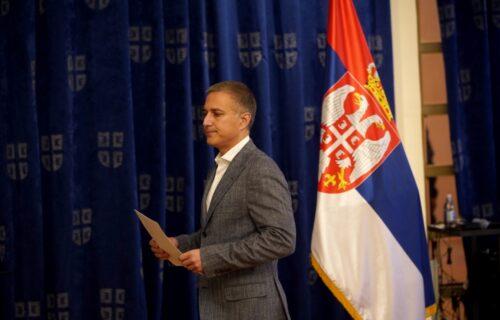 Stefanović POBEGAO sa konferencije da bi izbegao da odgovori na ova TRI PITANJA!