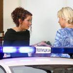 Komšinica pozvala POLICIJU kada je videla da se pored nje uselila devojka (20) - razlog je BIZARAN