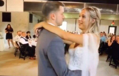 Dok su mladenci igrali prvi ples, kum je rekao nešto što NIKAKO nije smelo da se čuje na zvučniku (VIDEO)