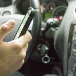Korišćenje telefona u vožnji je OPASNA navika, a da li ste znali da povećava potrošnju goriva?