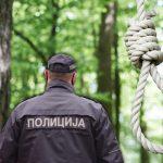 HOROR u šumi u Rakovici: OBEŠEN muškarac visi sa drveta