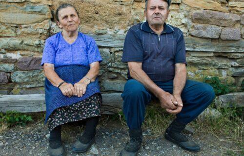 """Radojko iz Priboja izašao u dvorište i umalo se ŠLOGIRAO! Meštani u strahu - """"opkoljuju nas ZVERI"""" (FOTO)"""