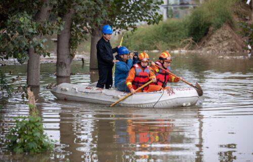 Kina na udaru NEVIĐENIH POPLAVA: Više od 120 hiljada ljudi evakuisano (FOTO)