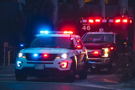 HAOS u SAD! Najmanje troje MRTVIH u Arkanzasu: Policajac napadnut nožem, pa zapucao
