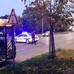 PRVI SNIMCI sa mesta incidenta na Konjarniku: Muškarac puca po ulici, interventna na terenu (VIDEO)