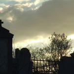 Novi SRAMNI udar na Srbe: Polomljeni KRSTOVI na groblju u Orahovcu (FOTO)