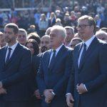 Vučić u Kragujevcu: Predsednik položio venac kod spomenika streljanim đacima (VIDEO)