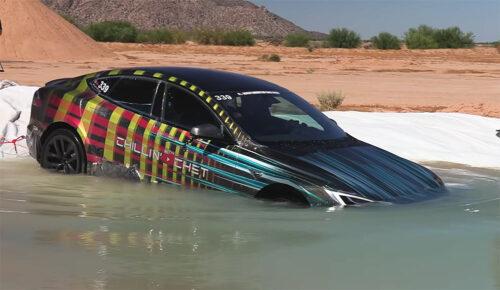 Teslin sportaš vozi i POD VODOM: Pogledajte kako izgleda najluđi auto test ikada (VIDEO)