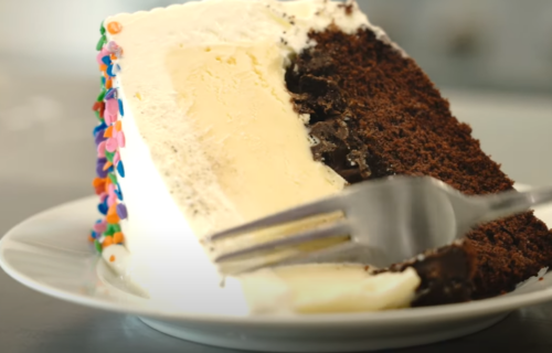 Za one koji vole OSVEŽAVAJUĆE poslastice: Sladoled torta koja se ne peče! (RECEPT)