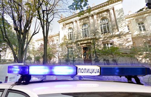 U školskom dvorištu na Vračaru pucao drugarici u glavu: OBRT u istrazi, evo šta je policija UTVRDILA
