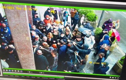 Đilasovi HULIGANI blokiraju ulaz: Ne daju građanima da uđu na javnu sednicu Komisije za planove!