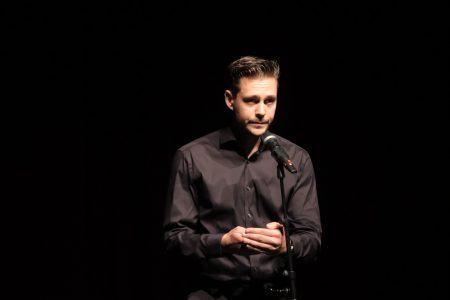 Biković izašao da održi govor, pa NASMEJAO sve prisutne: Njegova reakcija na pitanje je HIT (VIDEO)