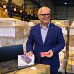 Goran Vesić: Deci sa Kosova i Metohije na poklon 300 tableta