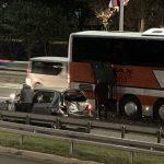 Krš i lom nasred auto-puta: STRAVIČAN sudar automobila i autobusa na Novom Beogradu (FOTO)