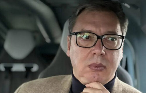 Đilas preko svojih novina ZAVAPIO: Moramo da zabranimo Vučiću da nosi rolke, narod ga još više voli!