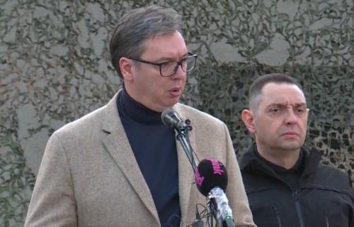 """Predsednik Vučić u Kraljevu sa srpskom žandarmerijom: """"Nema predaje, nema povlačenja, živela Srbija"""""""