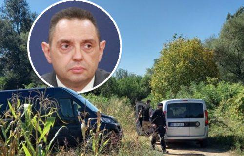 Vulin stigao u Aleksinac: Ministar na mestu gde su pronađena tela tročlane porodice