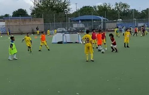 """Ovo je previše, čak i za """"tobdžije"""": Arsenal doveo dete od četiri godine koje još ide u vrtić (VIDEO)"""